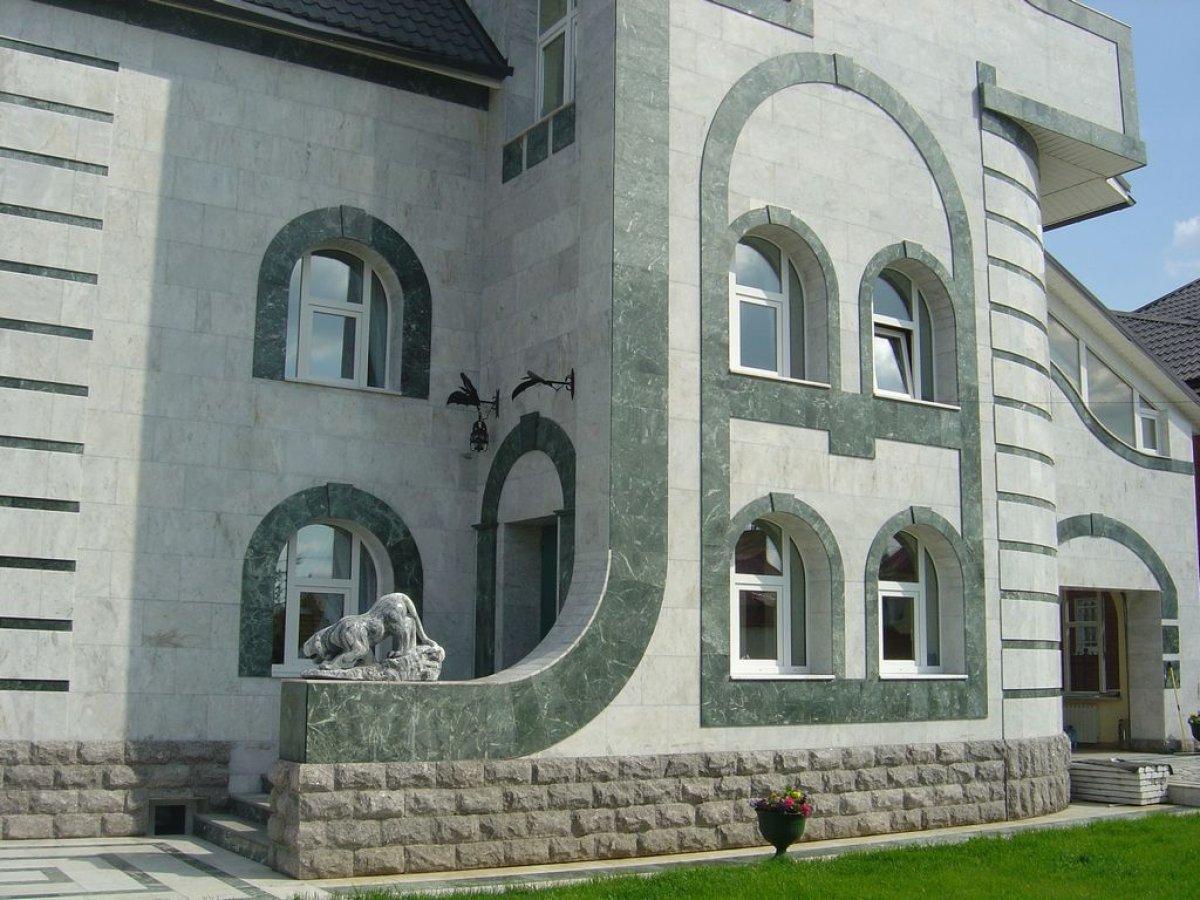 Облицовка зданий природным камнем
