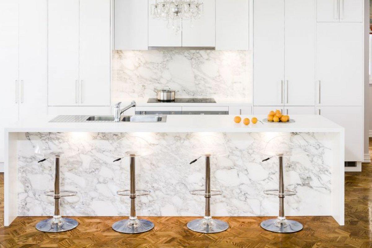 Мрамор в интерьере кухни